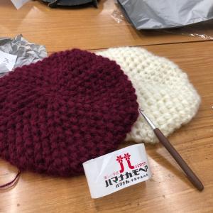 玉編みのベレー帽&リーフ柄引き上げバッグ♪