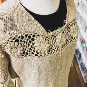 モチーフのセーターあと少し!