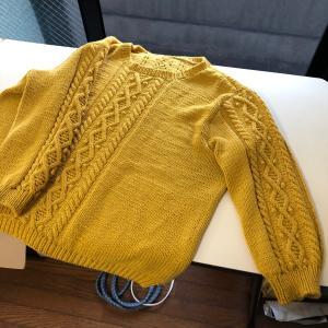 ケーブル編みのコットンセーター!