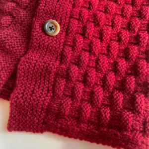 真っ赤の表編みと裏編みの模様のネックウォーマー!