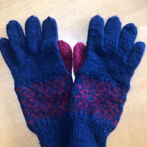 5本指の棒針編みの編み込みの手袋!