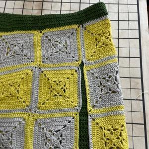 黄色とグレーのモチーフのスカート!