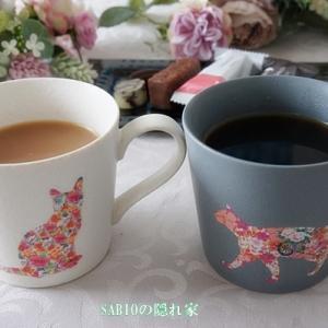 花咲く猫のマグカップ