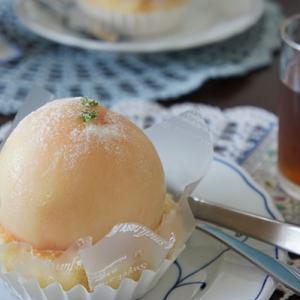 丸ごと桃のケーキ