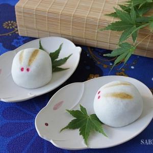 中秋の名月に兎の和菓子