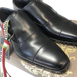 オシャレすぎるデザインカスタマイズシューズばかりになって普通の黒靴が無いのでオロビアンコを購入