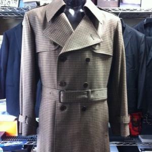 ちょい寒の時期にはウール生地トレンチコート/コートは必要、でもカシミアでは暑いと言う時期に