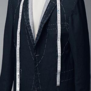 2022年の成人式に着るオーダースーツはこの時期が注文のタイミング!スーツが完成してコーデする