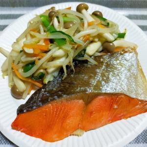 紅鮭の塩焼きと野菜炒め