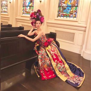 オリジナルデザインの世界に一つドレスはラインも個性的♪和の会場にも洋の会場にも合うドレス