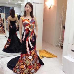 オーダーで製作した鳳凰柄のドレスは迫力あるマーメイドに❣️