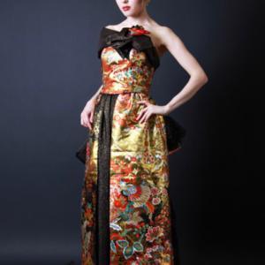 バックスタイルも個性的!!アシメの和ドレスはパーティーでも主役になれるインパクト大のオトナドレス