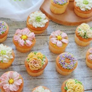 あんクリームでお花絞り♡秋色フラワーカップケーキ