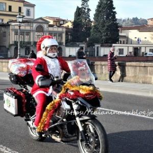 サンタが街にやってくる!