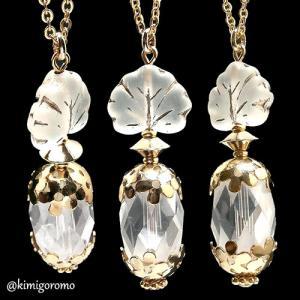 花と水晶の香水瓶ネックレス