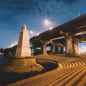 照らされる灯台