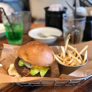ロブスターロールとハンバーガー