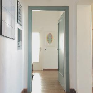 玄関周りの様子と靴収納。