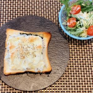 思わず昼から呑みたくなる、しらすと海苔のチーズトースト