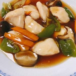 休肝日の夕餉、しっ鶏胸肉の酢豚風、もやしと切り昆布のピリ辛和え、枝豆のねばねば和え、サザエご飯