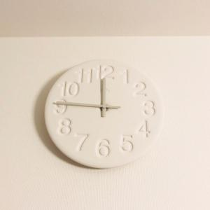 珪藻土の掛け時計がシンプルで◎