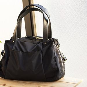 立体的な持ち物の多い女性の通勤バッグに、ほんのり女性らしさの漂うフェリシモのナイロンボストンバッグを♪