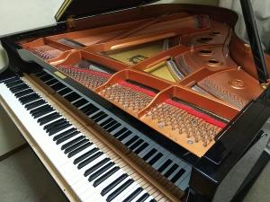 グランドピアノへ