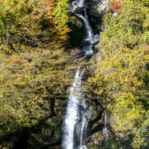 サコサガの滝