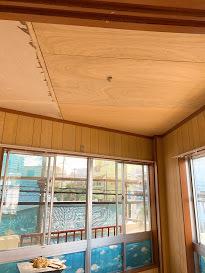 天井のクロス貼り