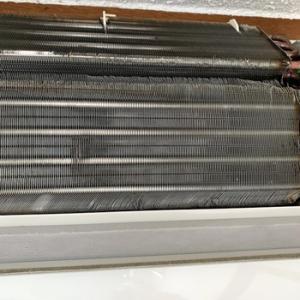 エアコンのアルミフィン汚れ