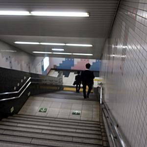 【駅では階段で空いてそうな気配】だったのですが・・・・