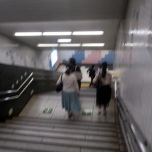 【駅はかなりの混雑】になりました。うーーーむ