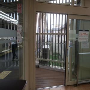 【駅に着くと今日も待合室行】の運命でした。