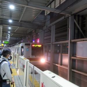 【東横線はなかなかの混雑で・・・】やっと座れたのは日吉を出てからでした。では・・・・