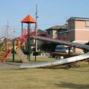 複合遊具のローラー式滑り台 中川原公園 (静岡県焼津市東小川8-37)