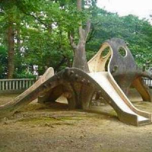 ヘビの様なネットジャングル遊具,滑り台 元焼津公園 (静岡県焼津市焼津2-7-1 焼津神社の横)