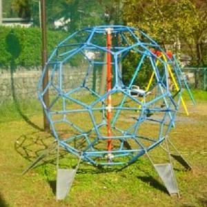 回転遊具が固定されたジャングルジム 大内公園 (静岡県静岡市清水区(旧清水市)大内664‐2)