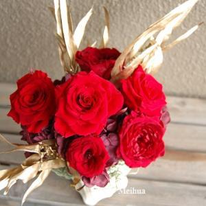 退職お祝い用に 赤バラとユーカリのプリザーブド