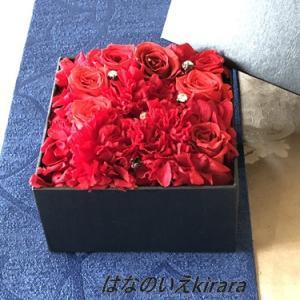 オーダーのプリザーブドフラワーの赤バラのボックス