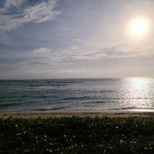 やっと、太陽がでたー!夕方のサイパンビーチ!