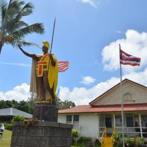 ☆★ハワイ島のカメハメハ大王像に会えました。ハヴィの街でランチ、その後は、小さなファーマーズマーケット★☆