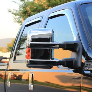 Super Duty ピックアップトラック Ford F-350 Crew Cabにクロームメッキのウィンドバイザーを取り付け