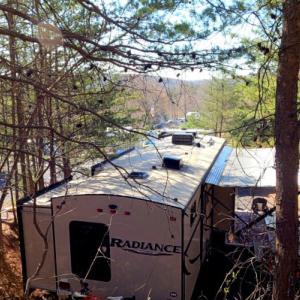 キャンピングトレーラー 春のキャンプ