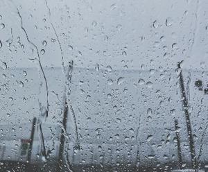イヤだぁ¯\_༼ ಥ ‿ ಥ ༽_/¯ 大雨過ぎて、車から出たくない
