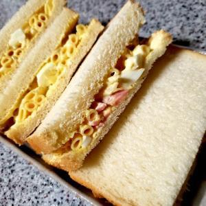 休みでお弁当なしの代わりにサンドイッチ