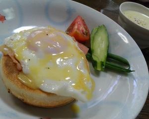 イングリッシュマフィンで朝食