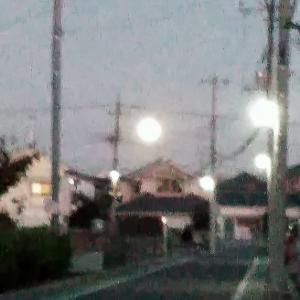 月が異常に大きく見える