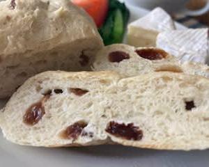 今年の初焼きパンは リュステッィクと  鍋料理♬