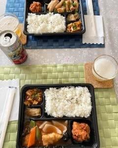 お昼は中華弁当 ♬  サクランボの実  み~つけた