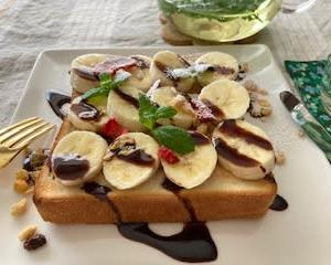 チョコバナナトーストと シンプル豚肉ピーマンサラダ♬